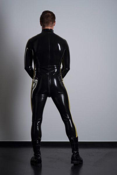 Der Ganzanzug mit einem Streifen