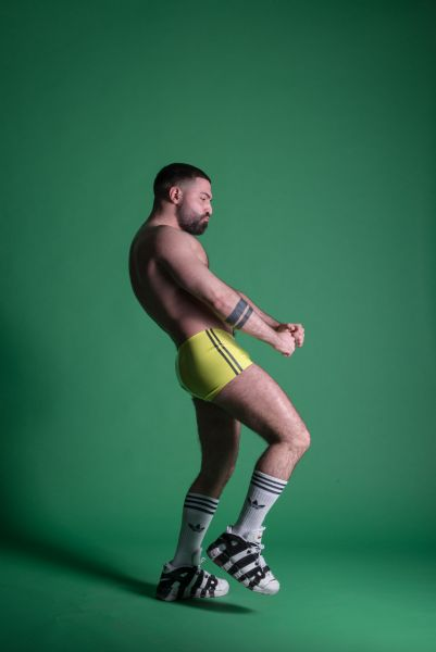 Latex Hot Pants von Sven Appelt Rubber aus Berlin. Die Gay-Beach Pants kann auch als Latex Maßanfertigung bestellt werden. Du kannst uns auch in unserem Latex Fetischstore in Berlin besuchen.