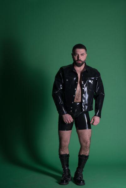 Latex Jeans Jacke von Sven Appelt Rubber aus Berlin. Die Jacket kann auch als Latex Maßanfertigung bestellt werden. Du kannst uns auch in unserem Latex Fetischstore in Berlin besuchen.