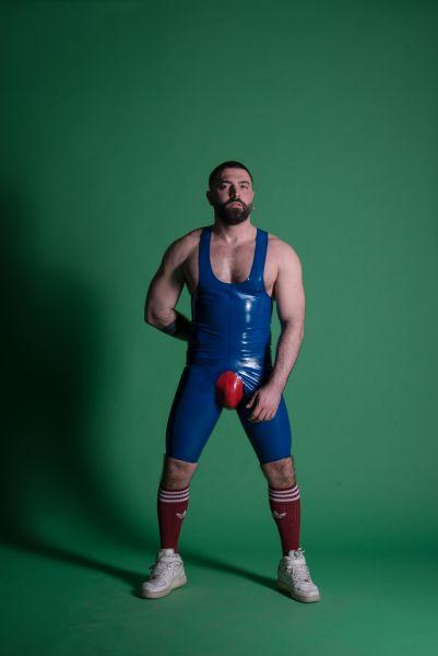 Latex Wrestling FIST Body von Sven Appelt Rubber aus Berlin. Der Latex-Singlet kann auch als Latex Maßanfertigung bestellt werden. Du kannst uns auch in unserem Latex Fetischstore in Berlin besuchen.